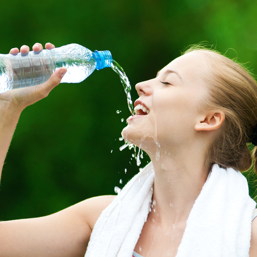 woman drinks water 84524596