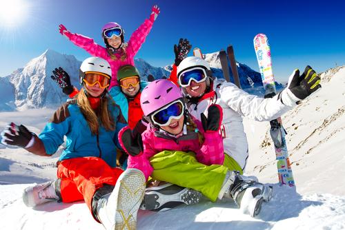 skiing 120085720